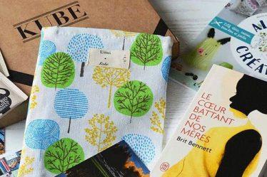 Kubela box de livres mensuelle qui contient des livres